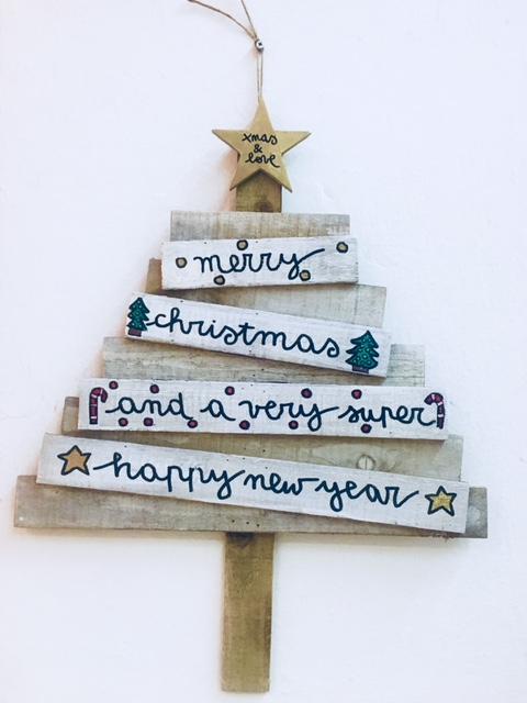Immagini Natalizie Con Scritte.Albero Di Natale Decorativo